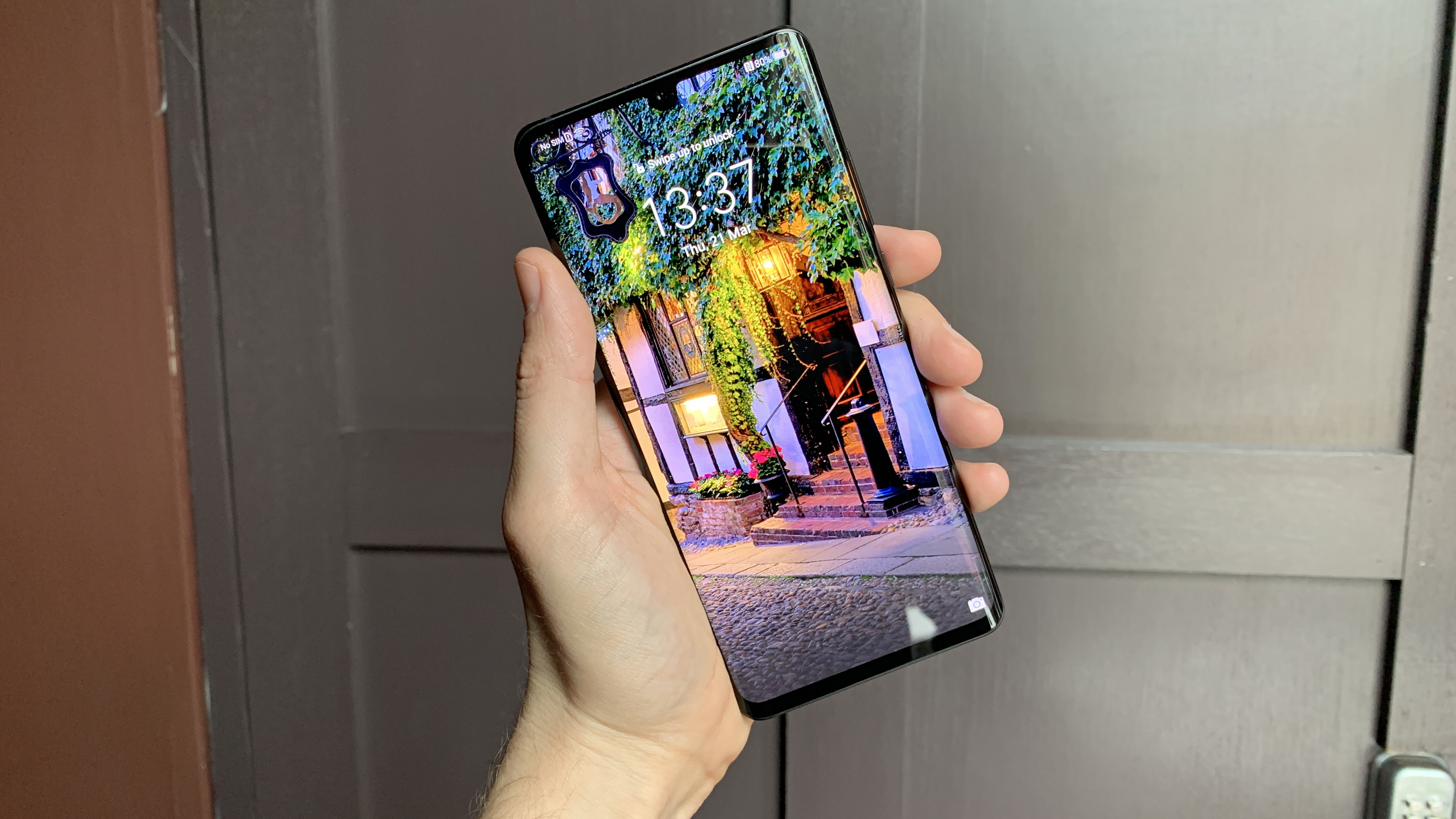 Huawei P40 Pro leaked photo shows almost no bezel at all